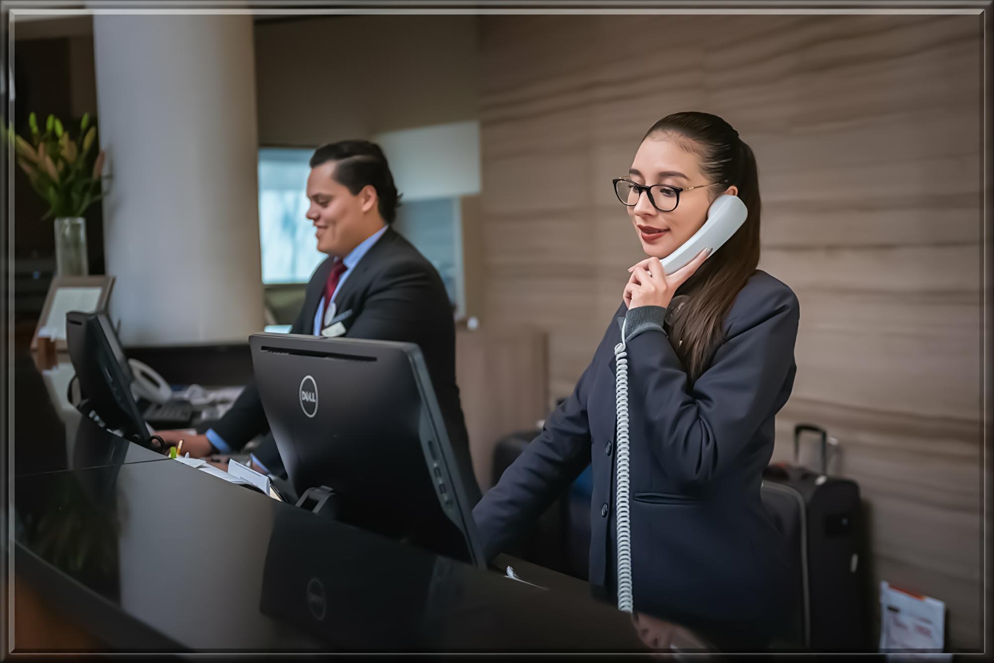receptionists-5975962.jpg